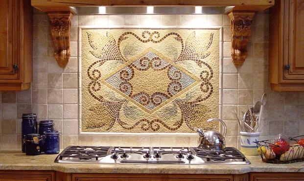 Стеклянная плитка и бордюры из каменной мозаики